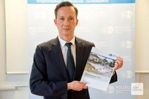 Polizeipräsident Falk Schnabel präsentiert die Kriminalstatistik 2020 (Foto: Bührke)