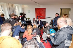 Großer Medienandrang im Büro des Oberbürgermeisters. (Foto: Michael Bührke)