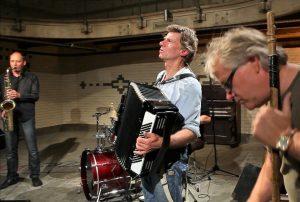"""Rudi Rhode und seine kleine Brass-Band präsentieren am 12. Juni live in der Trafostation ihr Programm """"500 Jahre Utopien"""". (Foto: PM)"""