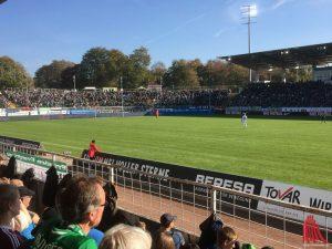 7100 Zuschauer sahen einen knappen 1:0 Heimsieg. (Foto: Matthias Nientiedt)