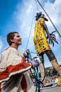 """Die riesige Puppe """"Punch Agathe"""" wird die Stadt an allen drei Tagen an mehreren Orten aufmischen. (Foto: Oliver Röcke)"""