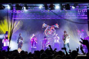 Auch auf der Bühne wurde es voll am Sonntag bei Querbeat. (Foto: Claudia Feldmann)