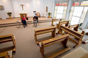 Leere Ränge in der Kapelle. (Foto: Raphaelsklinik)