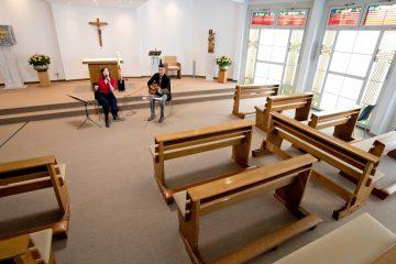 Leere Ränge in der Kapelle. (Foto: Raphaels Klinik)
