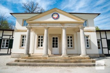 Dieses historische Gebäude beheimatet heute eine Golfclub (Foto: Michael Bührke)