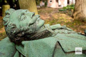 Detail des kunstvoll gestalteten Grabs von Ludwig Roth von Schreckenstein (Foto: Michael Bührke)