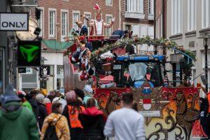 Wenn die Karnevalisten das Kommando übernehmen und der Rosenmontagszug durch Münster rollt, müssen Busse und Autofahrer Umwege machen. (Archivbild: Stephan Günther)