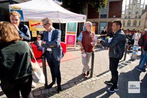 Bestes Wetter und der nahe Wochenmarkt sorgten für zahlreiche Besucher am Stand des Arbeitskreises Studentische Wohnraumversorgung (Foto: Michael Bührke)