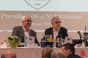 Hans-Jürgen Eidecker (li.) und Christoph Strässer in gespannter Erwartung auf die Versammlung. (Foto: Carsten Pöhler)