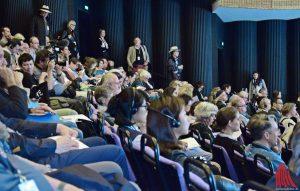 Die internationale Kunstpresse bevölkerte das Theater bei der Pressekonferenz. (Foto: so)