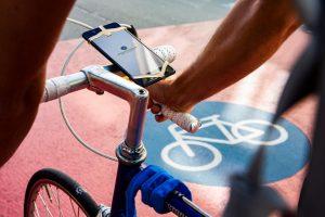 Die Kilometer können auch per App erfasst werden. Die Daten werden anonym an deine Kommune weitergeleitet. So können die Bedingungen für Radelnde verbessert werden. (Foto: Klima Bündnis)
