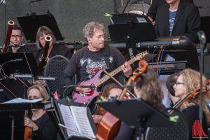 Am Samstag stand die Rock-Band um Gitarrist Ralf Hübner im Mittelpunkt des Orchesters. (Foto: sg)