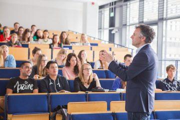 Zu Gast im Hörsaal: Im Sommersemester können Studieninteressierte aus einer Vielzahl an Schnuppervorlesungen an der FH Münster wählen. (Foto: FH Münster/ Christian Trick)