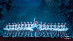 """Das Staatlich Russische Ballett Moskau bezauberte das Publikum mit der klassischem Interpretation von """"Schwanensee"""". (Foto: Thomas M. Weber)"""