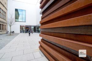 """Während """"Opulent Ascension"""" inzwischen abgebaut ist, bleibt Scullys Stahl-Skulptur """"Moor Shadow Stack"""" noch bis Anfang Juni in Münster. (Foto: Michael Bührke)"""