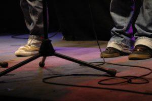 Die TatWort Bühne im Cuba Nova. Welcher Poetry Slamer wird sich dort durchsetzen? (Foto: TatWort)