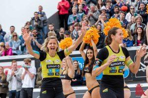 Siegerjubel bei der Smart Beach Tour in Münster: Laura Ludwig (li.) und Kira Walkenhorst. (Foto: cf)