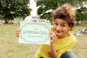 Die Pantomimin Tashina Mende beim Sommerrätsel auf muenster.de. (Foto: Verein Bürgernetz)