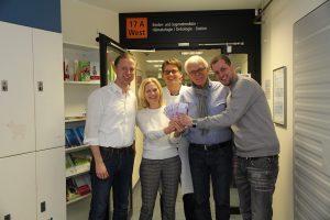 (v.l.:) Tom Naber (Kingstar), Annette Blomberg (Kinderkrebshilfe), Dr. Kornelius Kerl (UKM Kinderonkologie), Manfred Blomberg (Kinderkrebshilfe) und Timo Birth (Kingstar). (Foto: Pressefoto)