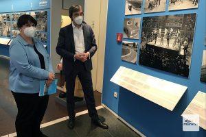 Museumsleiterin Dr. Barbara Romé (l.) und Dr. Axel Schollmeier während der Eröffnung der Ausstellung im Stadtmuseum (Foto: Hendrik Schulze-Bahr)
