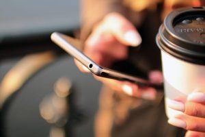Becher für den schnellen Coffee-to-go haben ein äußert kurzes Leben. (Symbolfoto: CC0)