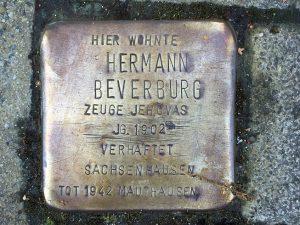 Stolperstein für Hermann Beverburg, Lotharinger Strasse 17. (Foto: Jörg Dicks)