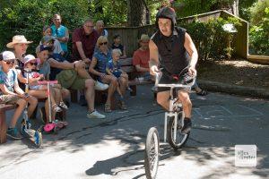 Steve Stergiadis beim Straßenkünstlerfestival im Allwetterzoo. (Foto: Michael Bührke)