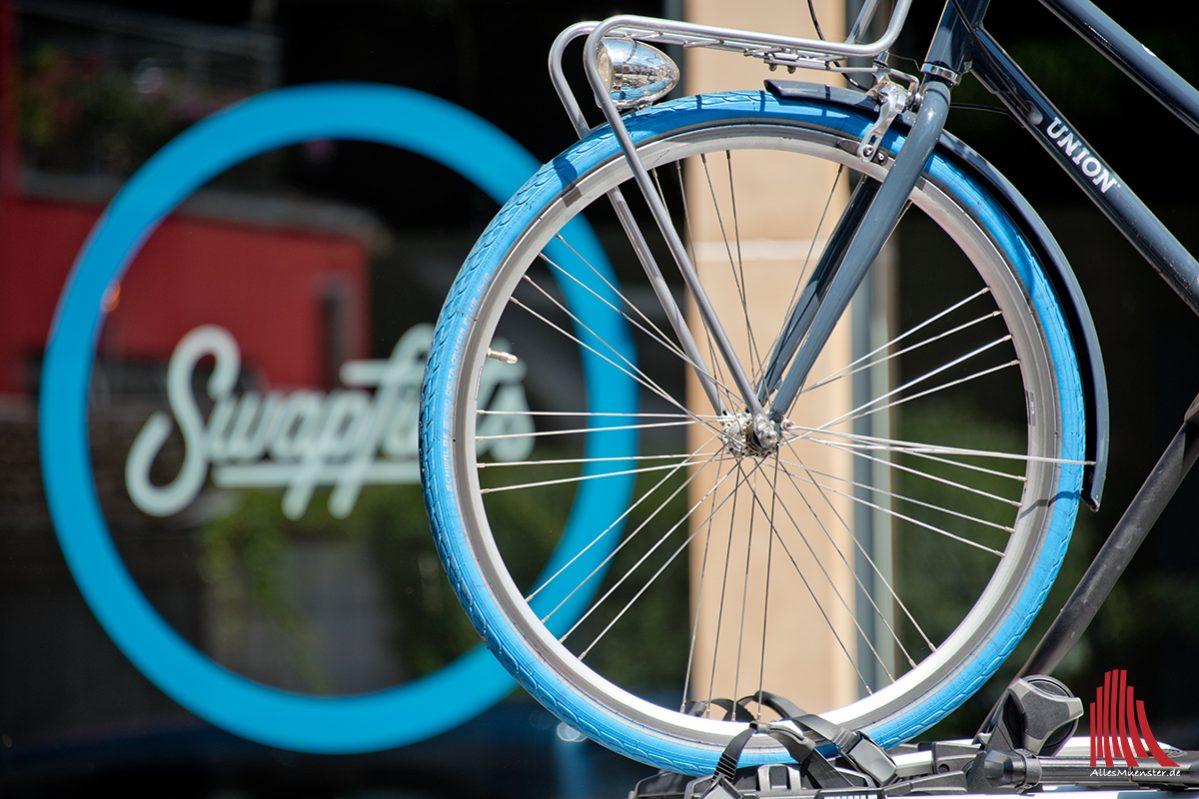 Mit dem blauen Reifen über die Promenade   ALLES MÜNSTER
