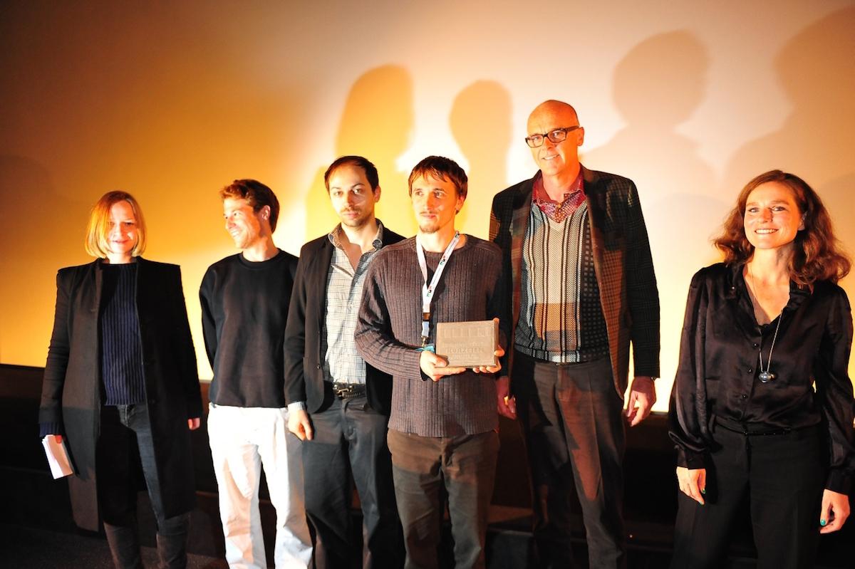 """Kurzfilm-Preisträger Malte Stein (3.v.r., """"Blauer Traum"""") inmitten der Kurzfilm-Jury, Filmfestival Münster 2013. (Foto: PR)"""