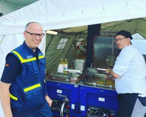 Die Fachgruppe Logistik des THW Ortsverbands Münster bereitete zur Verpflegung beim Corona-Großeinsatz in Gütersloh jeden Mittag rund 750 Portionen zu. (Foto: THW Münster)