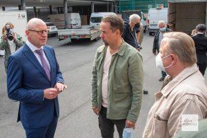 Oberbürgermeister Markus Lewe nutzte die Gelegenheit, um mit den beiden Hauptdarstellern zu plaudern. (Foto: Michael Bührke)