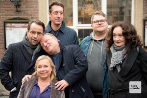 Kuscheln gegen die Kälte beim Pressetermin zum neuesten Tatort. (Foto: Michael Bührke)