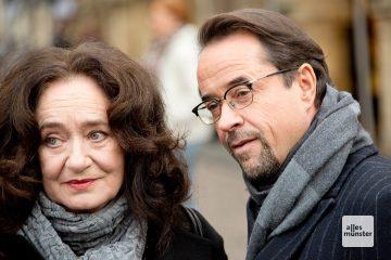 Wilhelmine Klemm (Mechthild Großmann) hier mit Prof. Dr. Börne (Jan Josef Liefers). (Foto: Michael Bührke)