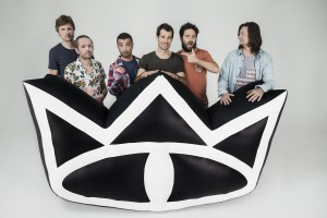 "Wir sprachen mit Drummer Will (li.) von ""The Cat Empire"". (Foto: Promo)"