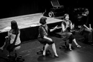 """Ulrike Rehbein (2.v.r.) bei den Proben zum Theaterstück """"MutterSeelenAllein"""". (Foto: Ingrid Hagenheinrich)"""