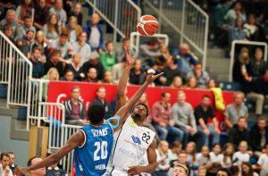 Am Wochenende sind die WWU Baskets beim Auswärtsspiel gegen Lok Bernau gefordert. (Foto: Markus Holtrichter)
