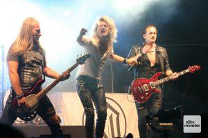 Kissin' Dynamite, die Headliner bei Tank mit Frank am Freitagabend. (Foto: Michael Wietholt)
