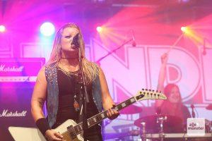 Die Musikerinnen von Thundermother lassen sich von Corona nicht unterkriegen. (Foto: Michael Wietholt)