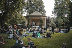 Picknicken und Musik genießen, das gibt es am Samstag beim Treibgut-Auftakt im Schlossgarten. (Foto: André Eversloh)