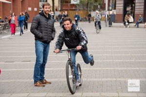 Ein tretty-Roller ist in etwa so schnell wie ein Fahrrad und wirkt alles andere als infantil. (Foto: Michael Bührke)