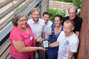 Das Team der Klinikbücherei des UKM um Leiterin Sigrid Audick (l.) freut sich auf den neuen Online-Service. (Foto: Pressefoto)