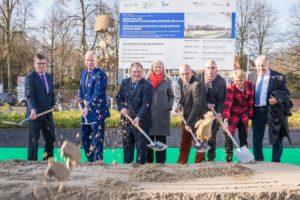 Die Verantwortlichen für den neuen Forschungscampus Ost am UKM setzten den ersten Spatenstich für das Großprojekt. (Foto: UKM / WIbberg)