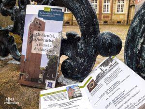 Das Programmheft zum Tag des offenen Denkmals in Münster gibt es in der Münster-Information im Stadthaus 1 am Syndikatplatz. (Foto: Ralf Clausen)