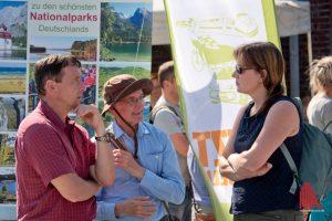 Der Geograf Georg Heinrich (li.) bietet umweltveträgliche Reisen in die deutschen Nationalparks an. (Foto: Michael Bührke)