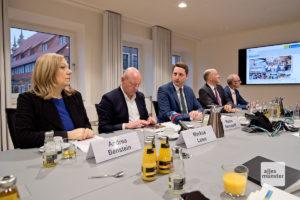 Während der Pressekonferenz zum Umzug des WDR an den Servatiiplatz.
