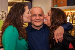 Rocco Rinaudo, umrahmt von offensichtlich zufriedenen Gästen. (Foto: sg)
