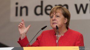 Kanzlerin Merkel und einige CDU-Parteigenossen sprachen gestern auf dem Domplatz in Münster. (Foto: Thomas M. Weber)