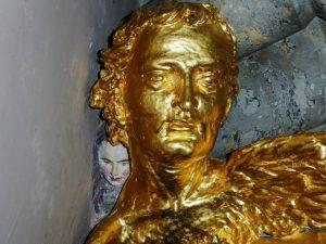 Was hat es mit dem weißem Gesicht hinter dem Engelskopf in der Clemenskirche auf sich? (Foto: privat)