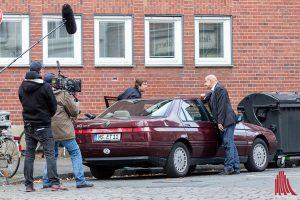 """Dreh am Auto """"Ton läuft, Kamera läuft - und Action..."""". (Foto: cf)"""