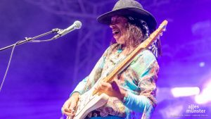 Der Kalifornier Randy Hansen beim 50 Jahre Woodstock Festival. (Foto: Thomas M. Weber)